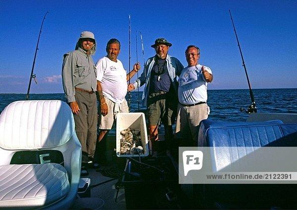 Fischer mit einem Catch in Charlotte Harbor in Florida  USA