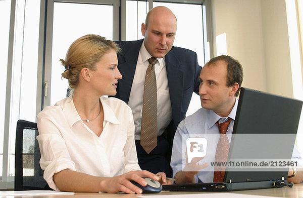 Geschäftsleute im Büro