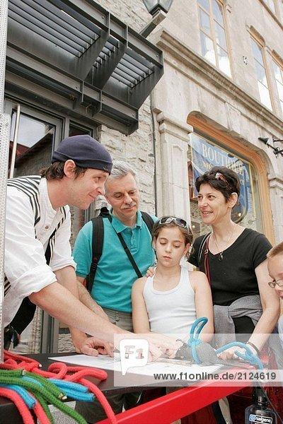 Kanada  Quebec City  Unterstadt  Royal Ort  Reenactor  Matrose  Seil Knoten Familie erfährt