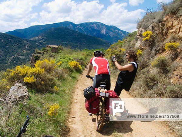 Bonner. Bikers. Catalunya. Pyrenees Mountains. Mountain-bike. BTT. GR 107. Path of the Good Men (Camí dels Bons Homes). Route of the Cathars.