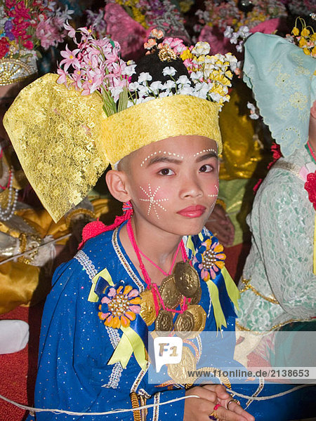 Junger Mönch ordiniert,  sein Poi Sang Long Festival,  Thailand