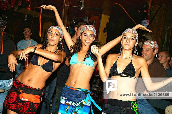 Dancing Girls beim Diskothek  Limassol  Zypern