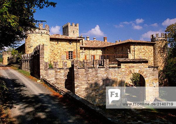 Specchio. Azienda Agrituristica Bio Castelcorniglio (Landhotel). Castelcorniglio (Burg). Solignano. Emilia Romagna. Italien.