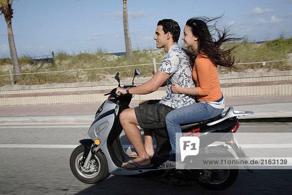Paar auf scooter