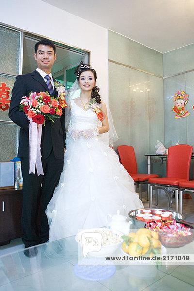 Chinesische Hochzeit  Brautpaar  Ganzkörperporträt