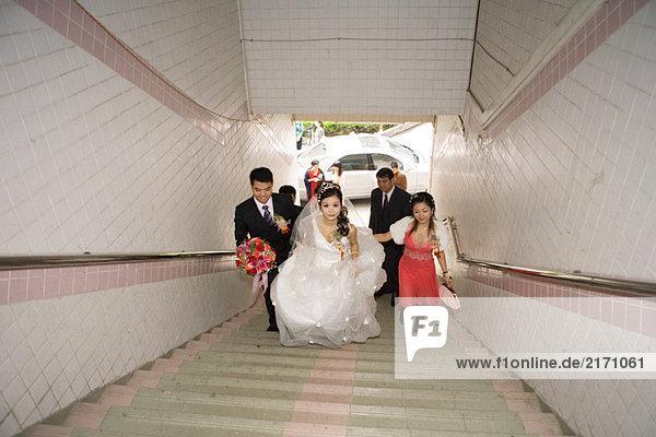 Hochzeitsumzug Treppenaufgang  Hochzeitsansicht
