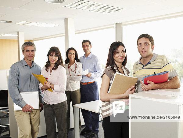 Sechs Geschäftskollegen im Amt  Porträt