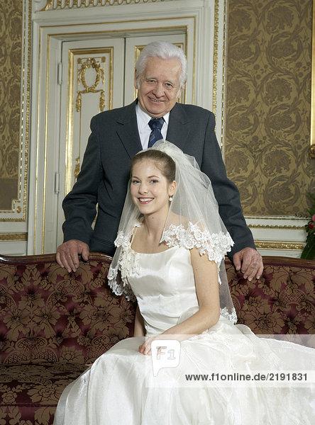 Braut mit Vater  lächelnd  Portrait