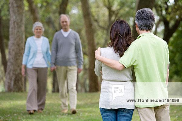 4,40 45 Jahre,Alte Leute,Anzahl,Aussen