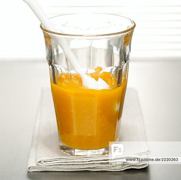 Papaya-Zellstoff im Glas  Nahaufnahme