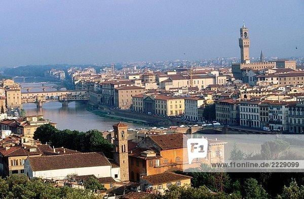 Italien. Toskana. Florenz. Ponte Vecchio. Fluss Arno. Blick von Michelangelo Quadrat.