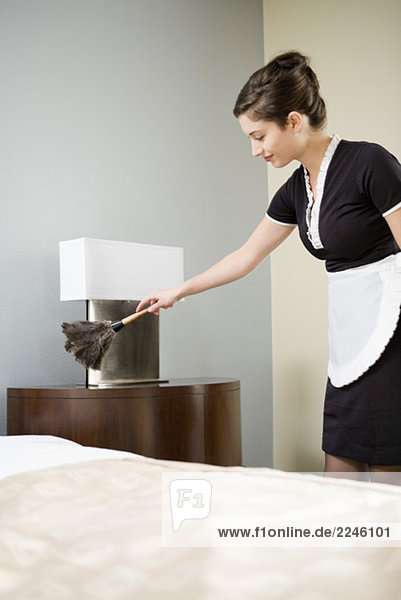 Maid Abstauben Night-stand