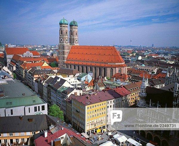 Frauenkirche  gesehen vom Kirchturm St. Peter´s  München. Bayern  Deutschland