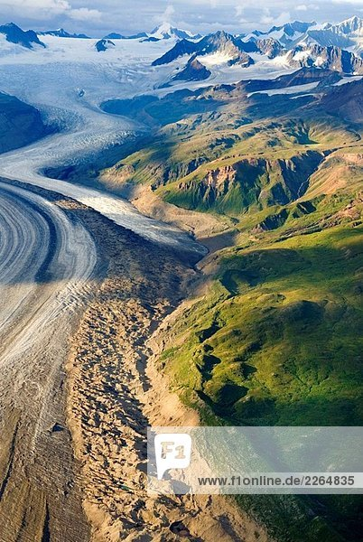 Luftbild des Gletschers Rohn  das aus den Wrangell Mountains  Wrangell-St. Elias Nationalpark  Alaska  USA Luftbild des Gletschers Rohn, das aus den Wrangell Mountains, Wrangell-St. Elias Nationalpark, Alaska, USA
