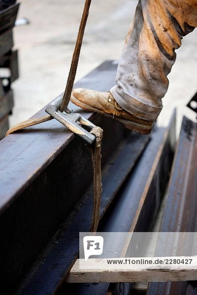 Stahlträger lesen zu herausgehobenen