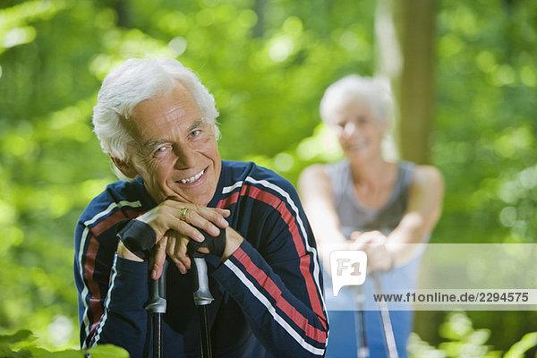 Seniorenpaar bei einer Pause  Porträtfoto