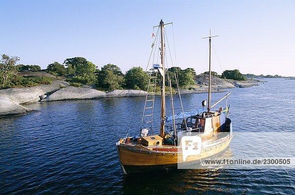 Eine Auxiliary-angetriebenen Motor-Segelschiff Angskar Stockholm Archipel Schweden