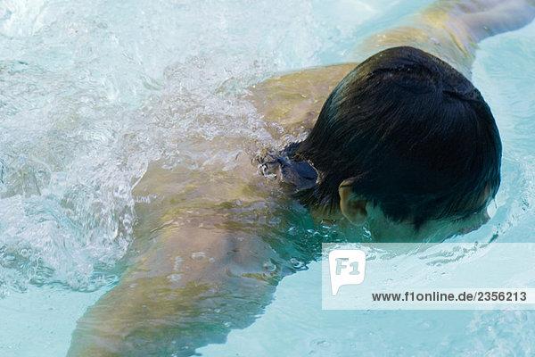 Erhöhte Ansicht Aufsicht Close-up Mann in Schwimmbad