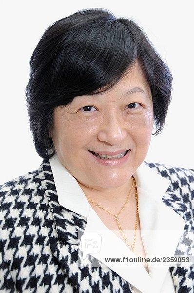 Porträt von middle aged asiatische Frau in Business-Anzug
