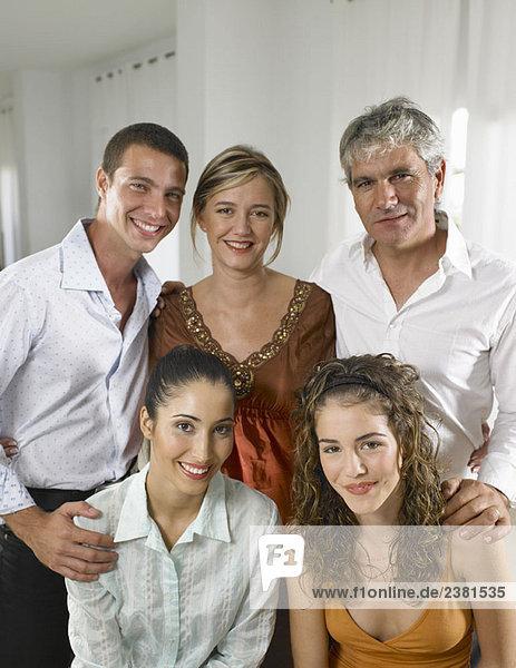 Familienportrait zu Hause