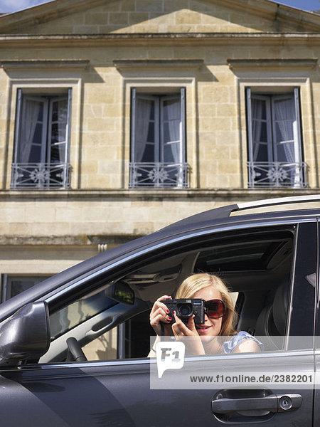 Frau beim Fotografieren