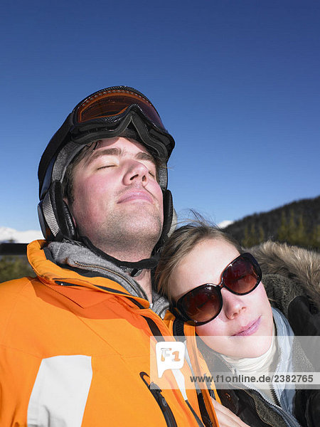 Paar am Skilift