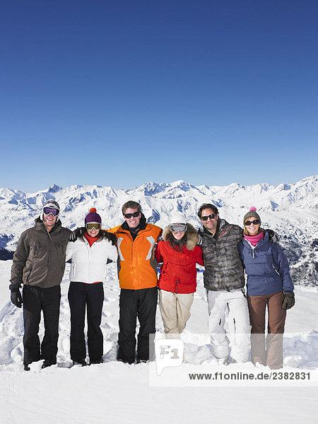 Gruppe von Freunden am Berg