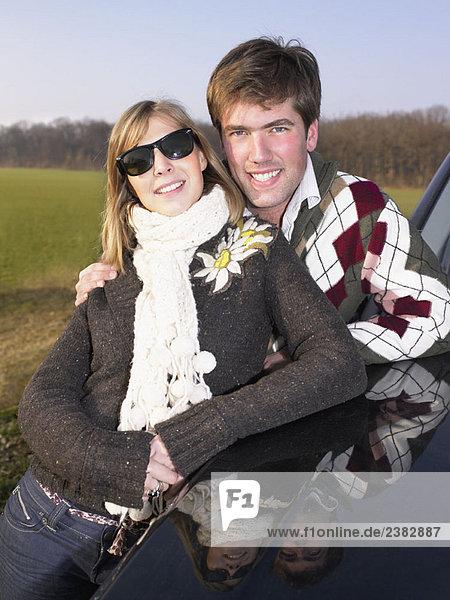 Paar an der Raststätte