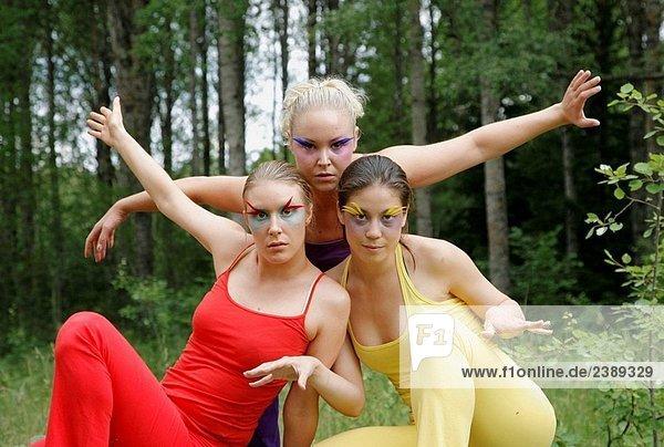 Drei Frauen Perforrming outdoor