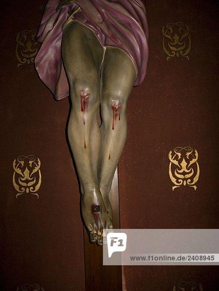Untere Hälfte einer Kruzifix-Statue Untere Hälfte einer Kruzifix-Statue
