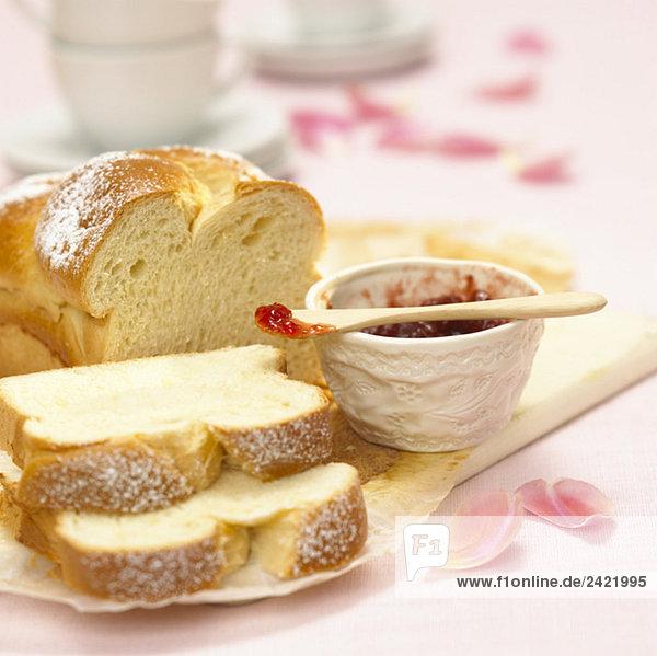 Weißbrot und Marmelade