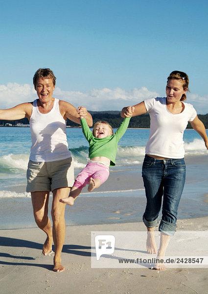 Scheune och mor på strand