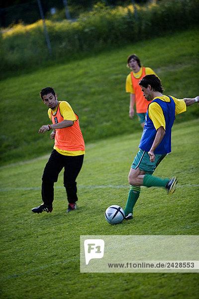 Fußballmannschaft beim Üben