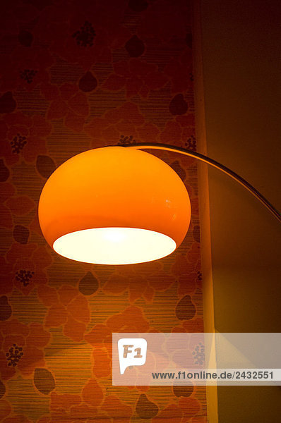 Rote Stehlampe