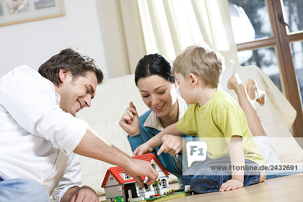 Sohn Menschliche Eltern spielen