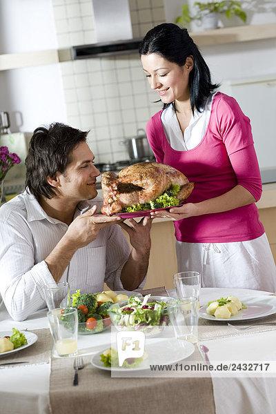Zusammenhalt am Tisch essen