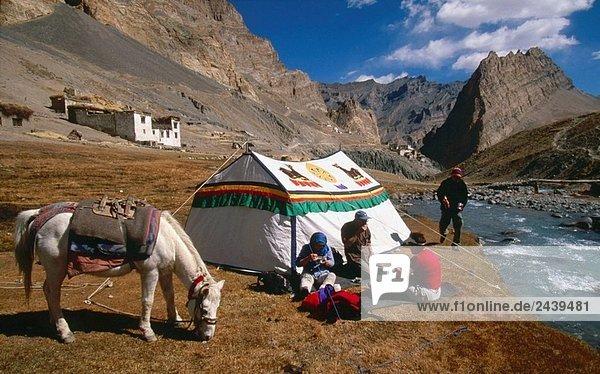 über camping Zelt Dorf Tibet