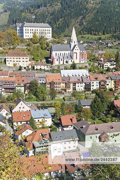 hoch oben Stadt Kirche Ansicht Flachwinkelansicht Winkel Österreich Stadtpfarrkirche