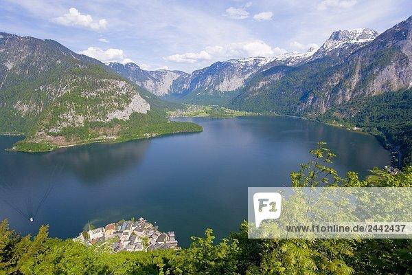 hoch oben Berg See umgeben Ansicht Flachwinkelansicht Winkel Österreich Salzkammergut