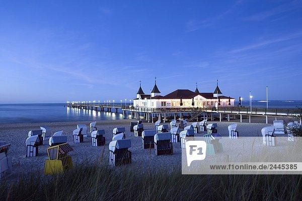 Hooded Liegestühle am Strand  Ahlbeck Pier Usedom Insel  Mecklenburg-Vorpommern Deutschland