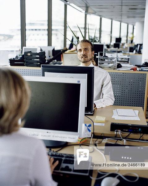 Menschen in einem Büro Schweden.