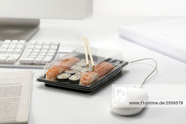 Sushi-Mittagessen am Arbeitsplatz