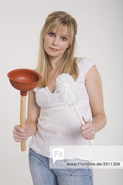 Junge Frau mit Klempnerfreundin