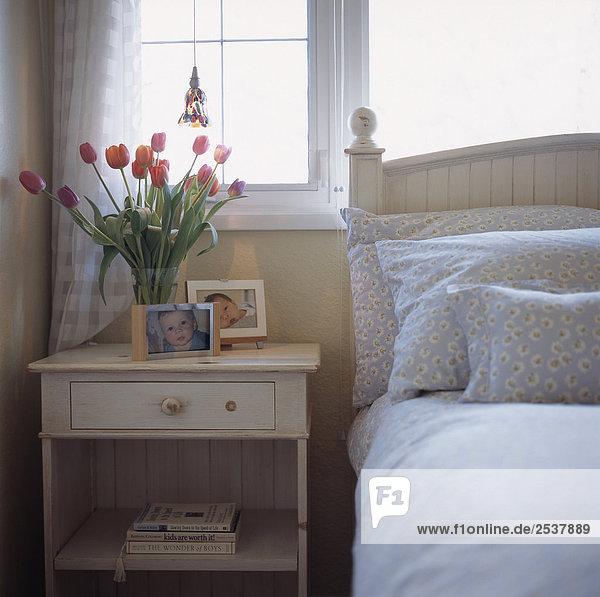 Bett pink Tulpe Seitenansicht Tisch British Columbia