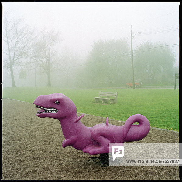 Spielplatz Dinosaurier in nebelig Park  Hamilton  Ontario