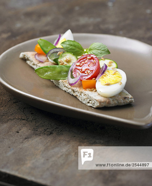 Libanesische Canapé mit rohem Gemüse