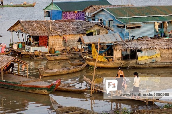 A floating village of vietnamese fishermen on the Tonle Sap lake  Kampong Chhnang  Cambodia