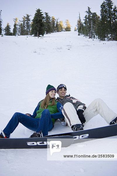 Snowboarder Paar auf Hang