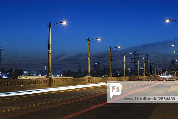 East Los Angeles Brücke mit Reihe von Laternen