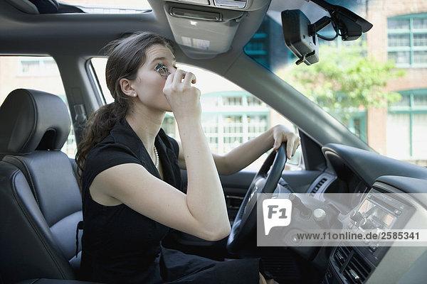 Junge Frau Eisstockschießen Wimpern in Honda Pilot